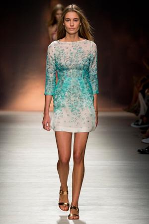 Приталенное модное платье весна лето 2015 Blumarine