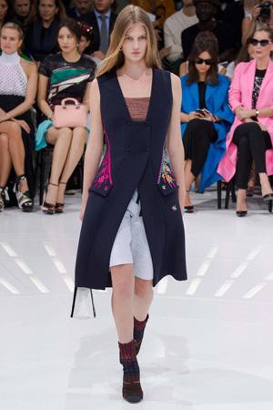 Черная длинная жилетка Christian Dior весна лето 2015