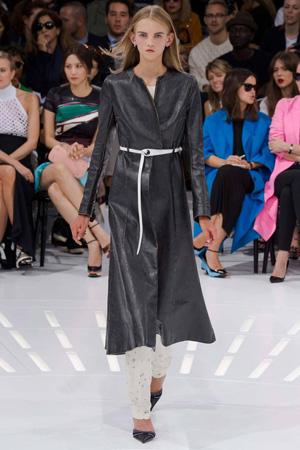 Длинный черный плащ – коллекция Christian Dior весна лето