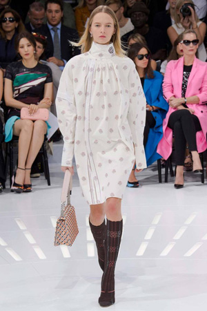 Бесформенное платье Christian Dior весна лето 2015