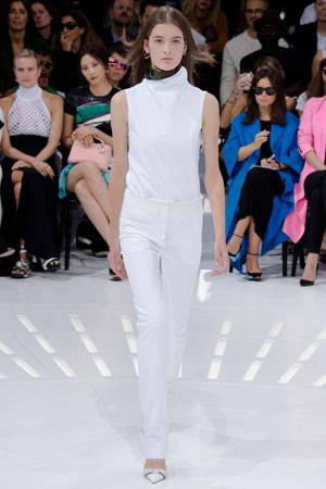 Белый костюм – фото Christian Dior весна лето