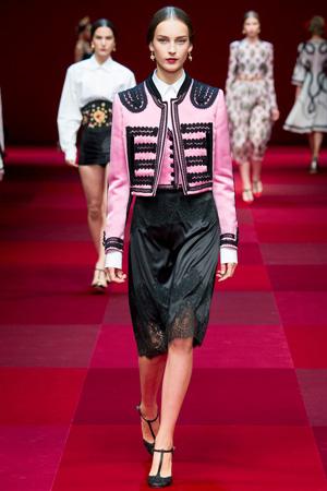 Кружевная юбка с розовым пиджаком весна лето 2015 Dolce & Gabbana