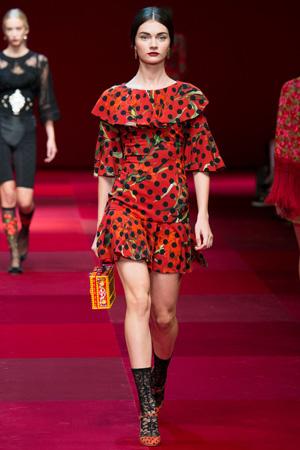Красное платье в горошек – Dolce & Gabbana весна лето 2015