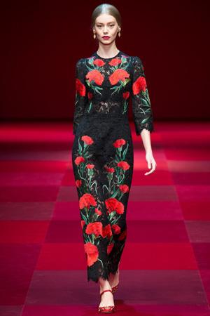 Длинное приталенное кружевное платье с цветами – Dolce & Gabbana весна лето 2015