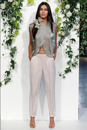 Свободные милые брюки с красивой необычной рубашкой – Kaelen весна лето 2015