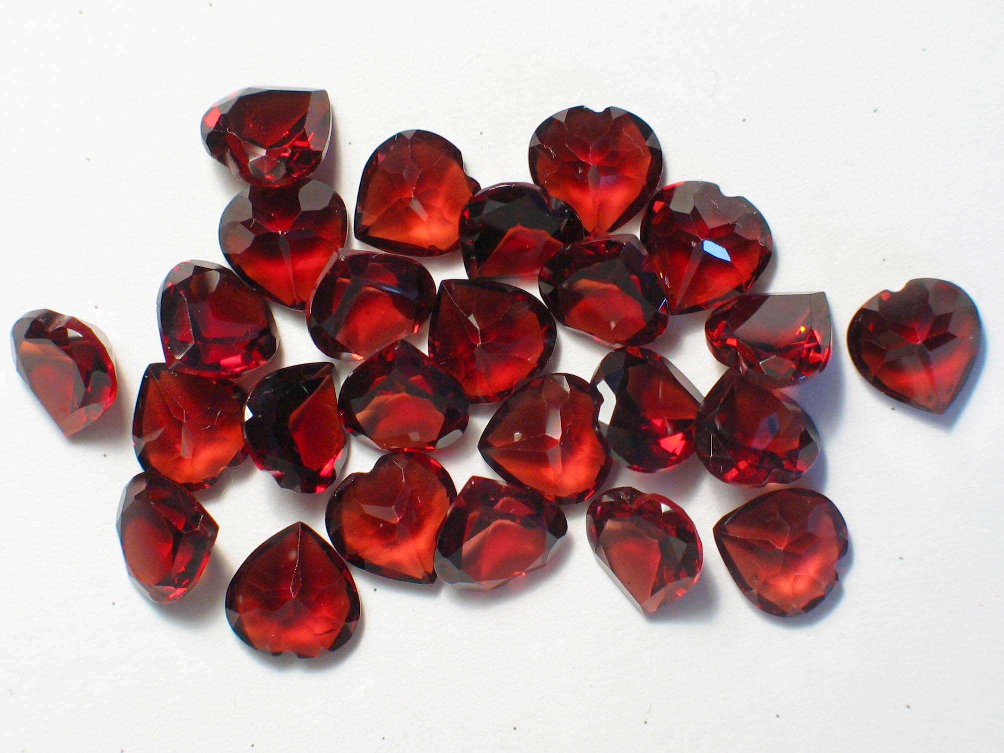 Камень красный гранат - фото, свойства, кому подходит этот камень