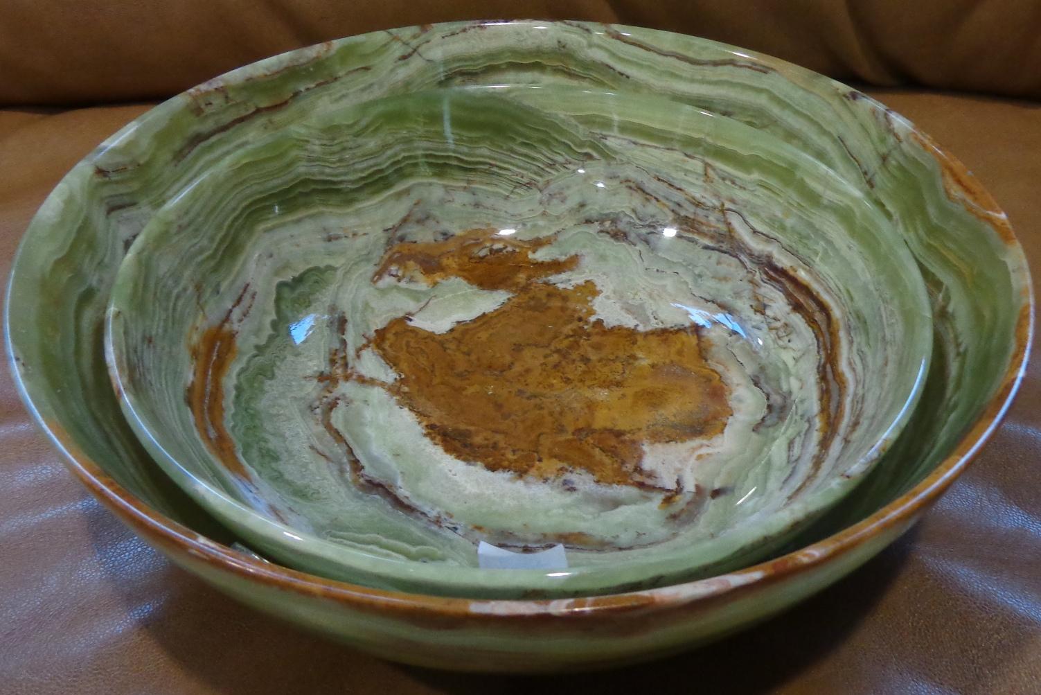 Посуда из зеленого камня оникс.