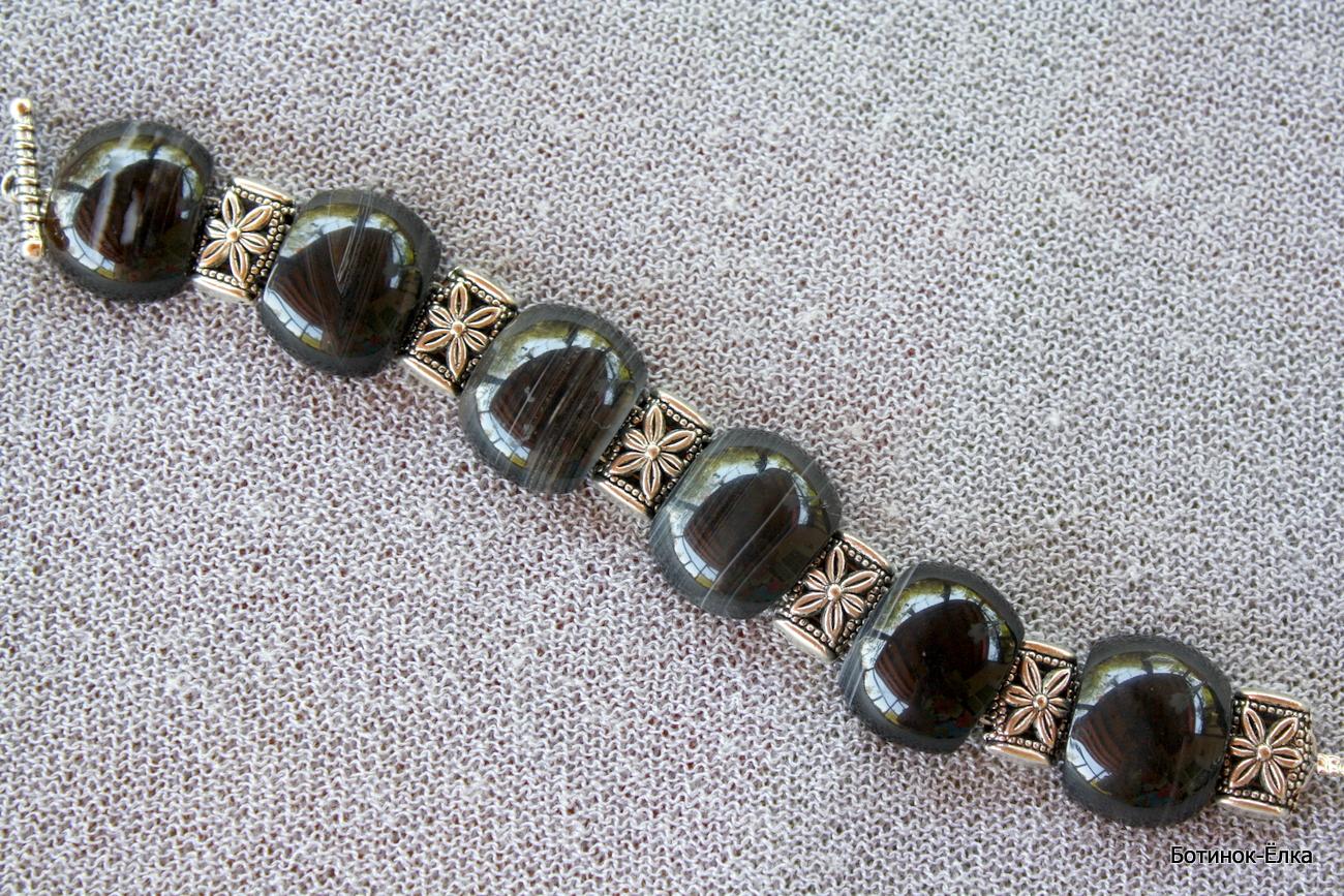 Ювелирные украшения из камня оникс.