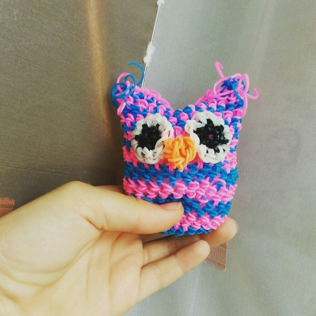 Плетение совы из резинок на станке. Автор совы - Екатерина Чуванова.