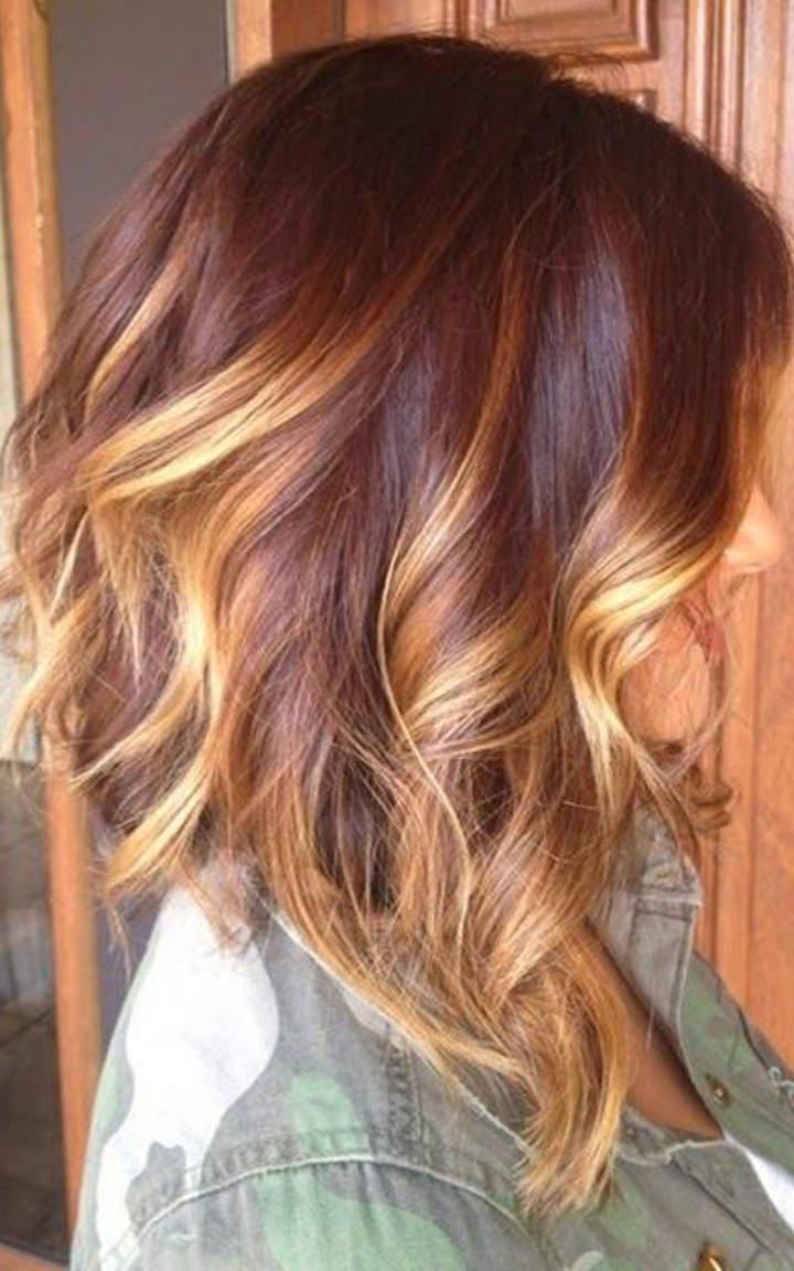 Стрижка с волнистыми средними волосами