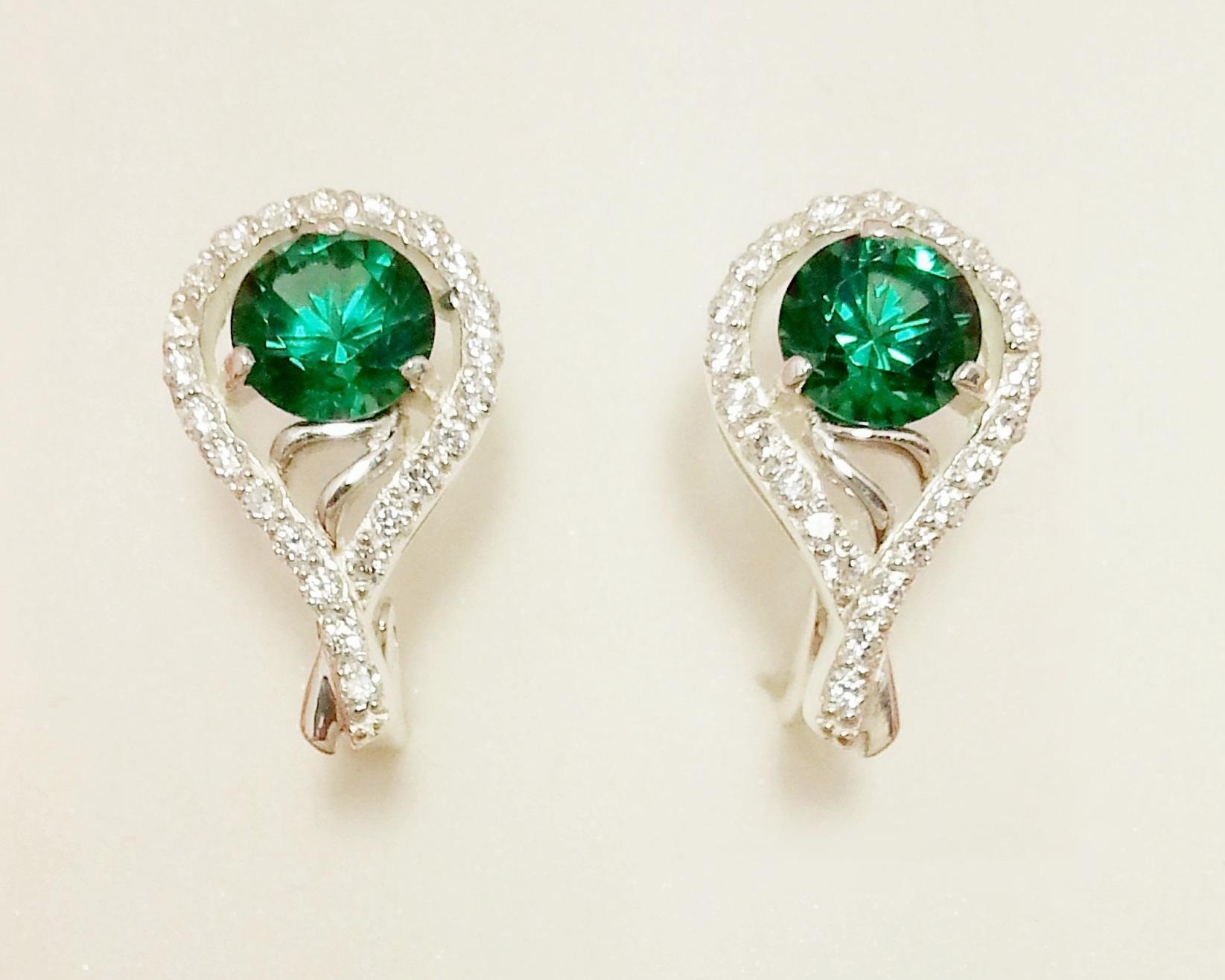 Зеленый камень рубин фото