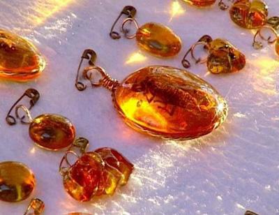 Геданит – янтарь с желтым оттенком