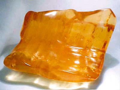 Глессит – камень янтарь бурого оттенка