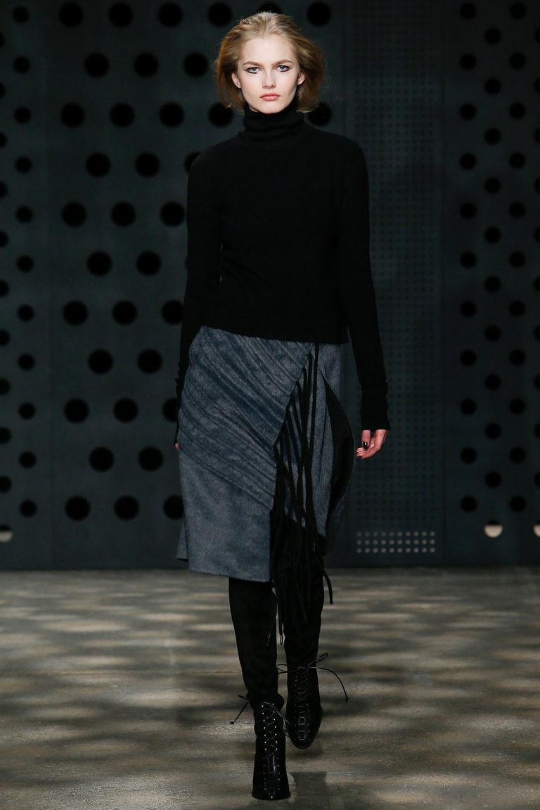 Серая модная юбка 2016 с запахом и черной водолазкой – фото новинка в коллекци ADEAM