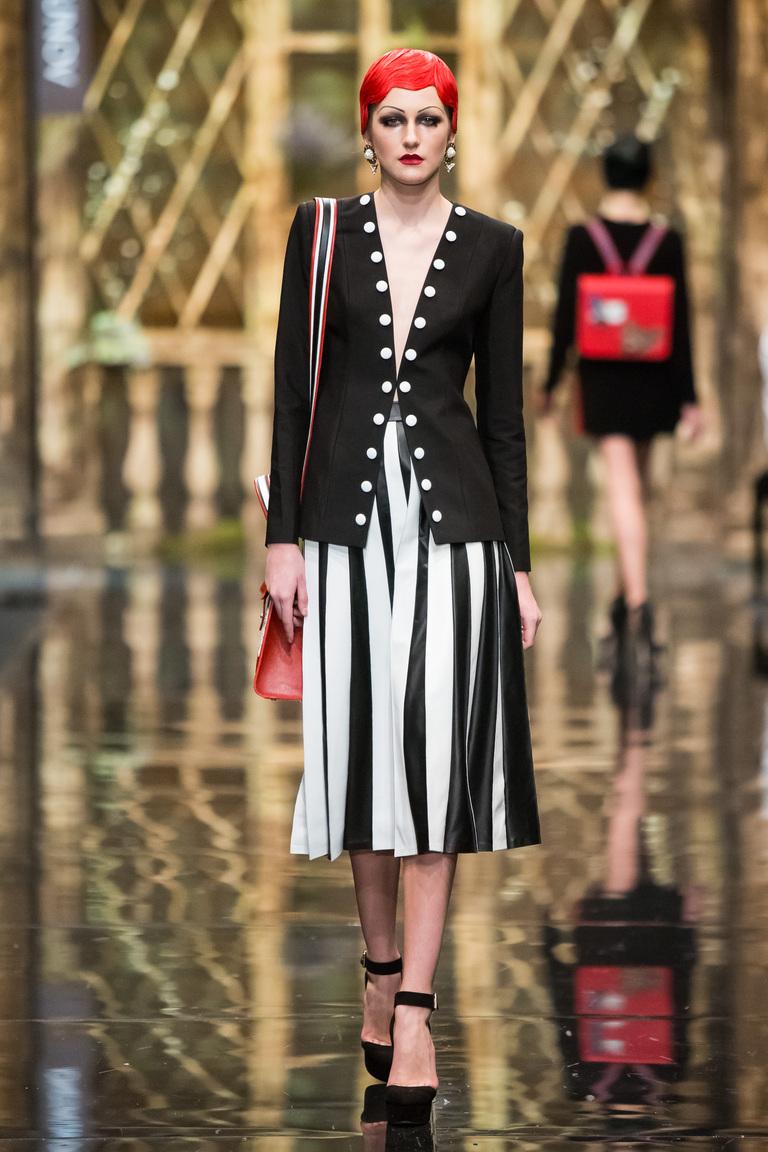 Длинная модная юбка 2016 в полоску - фото новинка в коллекции Alexander Arutyunov с модными длинным пиджаком.