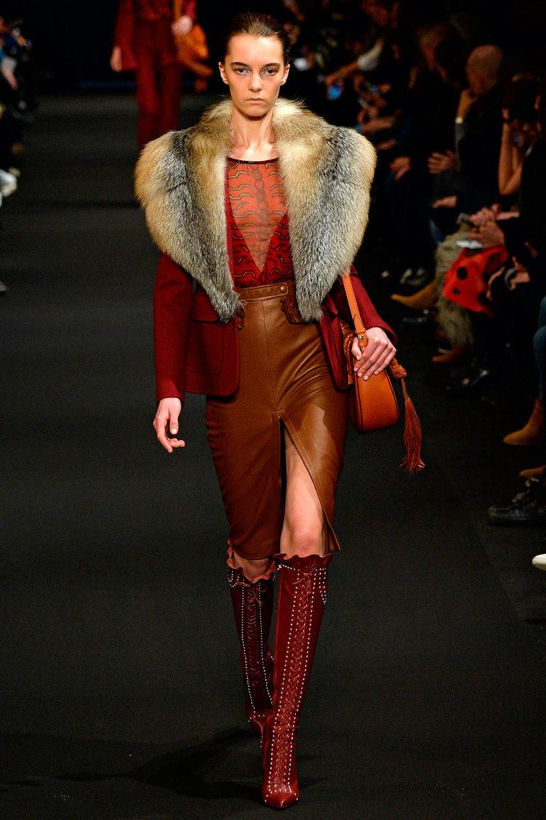 Коричневая модная кожаная юбка 2016 фото Altuzarra с курткой пиджаком с меховым воротником