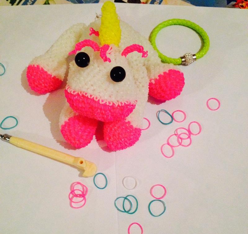 Единорог – плетение игрушки из резинок. Автор – Анастасия Устинова
