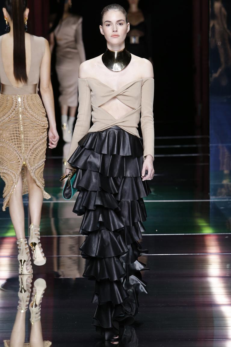 Длинная модная кожаная юбка 2016 года – фото коллекции Balmain