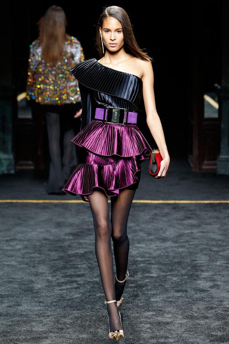Фиолетовая модная юбка 2016 асимметричная модель с воланами – фото новинка от Balmain и асимметричным топом на одно плечо
