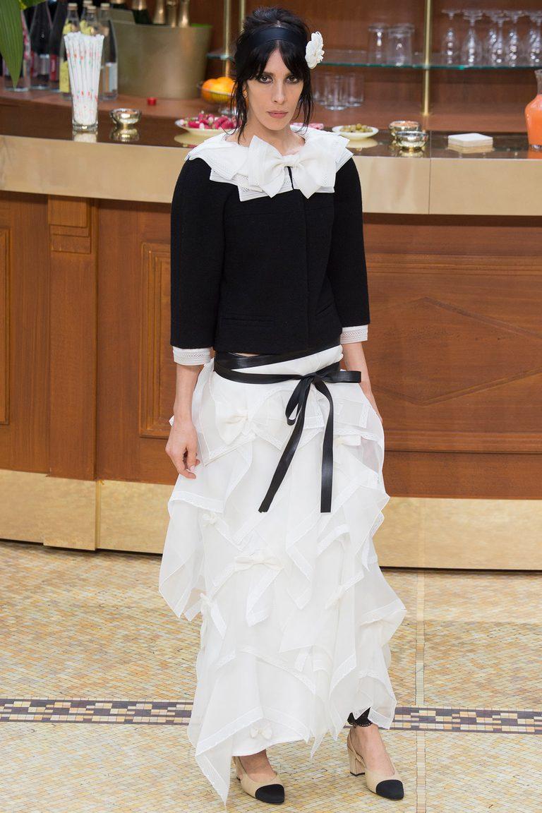 Белая длинная асимметричная модная юбка 2016 – фото новинка от Chanel