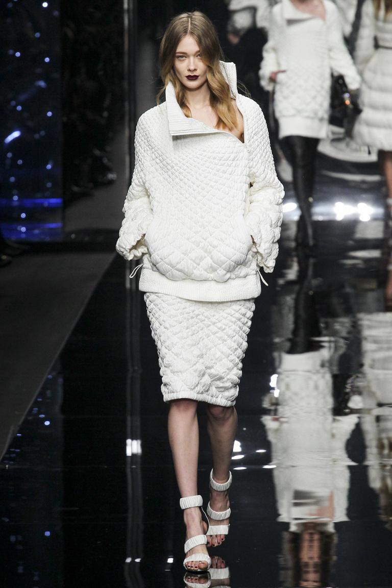 Модная белая стеганная юбка 2016 фото новинки от Ermanno Scervino со стеганной кофтой
