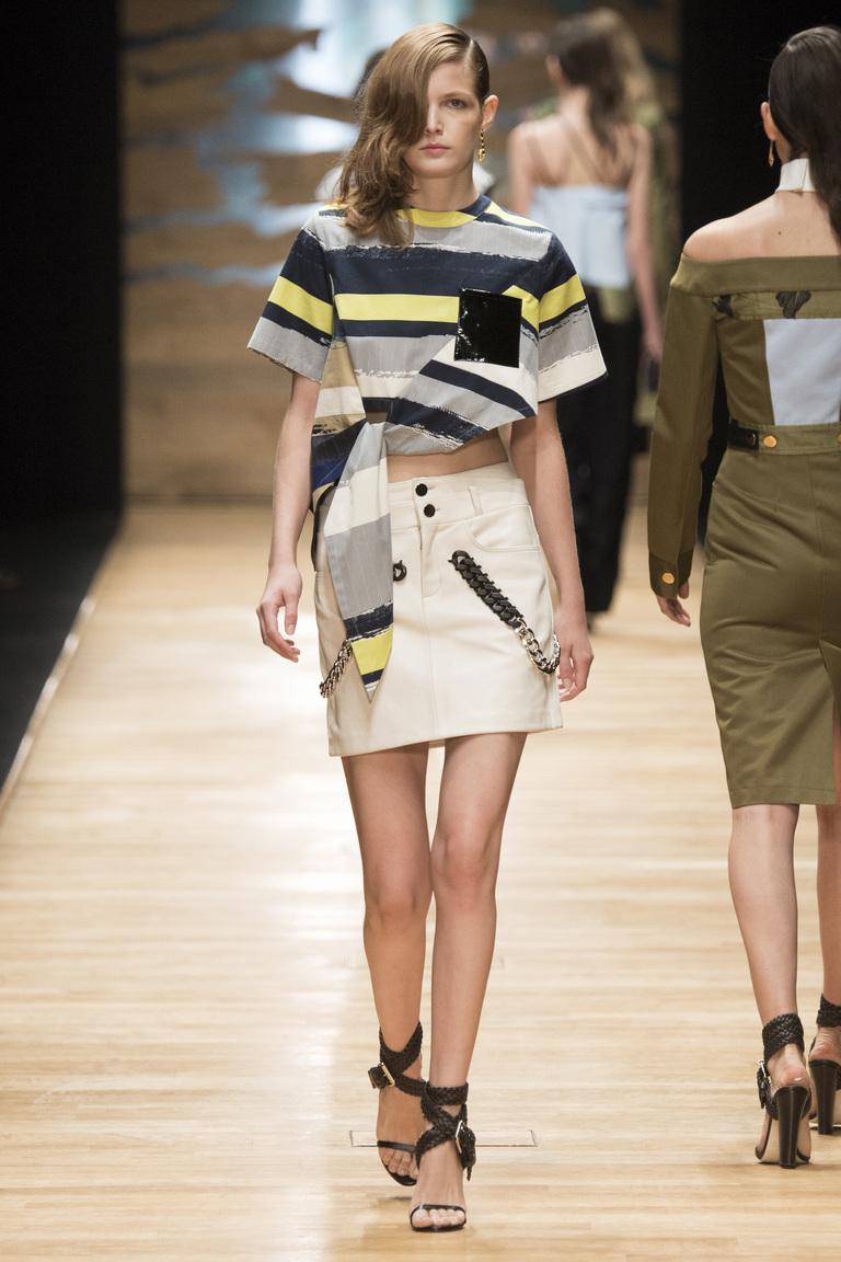 Модная короткая юбка 2016 с укороченным топом – фото коллекции Guy Laroche