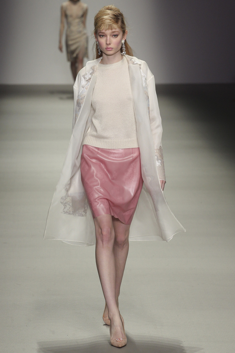 Короткая модная юбка 2016 – фото новинки в коллекции Holly Fulton