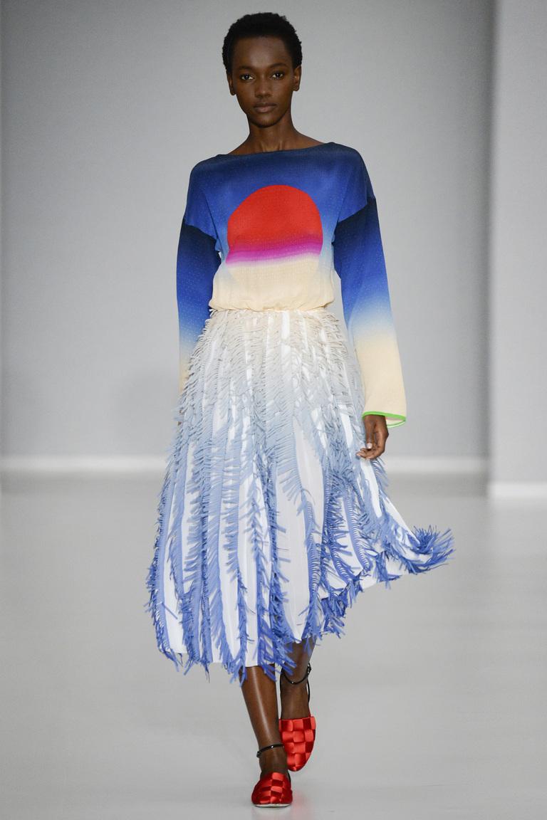 Бело-голубая длинная модная юбка 2016 – фото коллекции Marco de Vincenzo