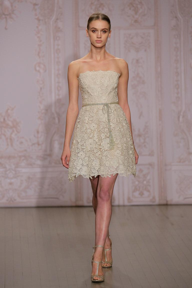Короткое платье на свадьбу 2016 - фото новинки в коллекции Monique Lhuillier