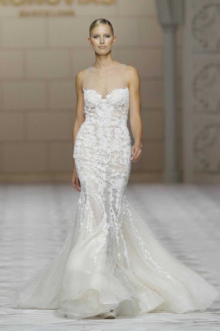 Модель свадебного платье 2016 обтягивающая по фигуре и пышное к низу – фото свадебного платья 2016 PRONOVIAS