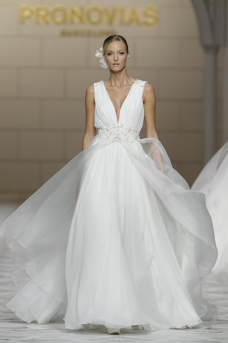 Красивое шикарное свадебное платье 2016 - фото новинки от PRONOVIAS