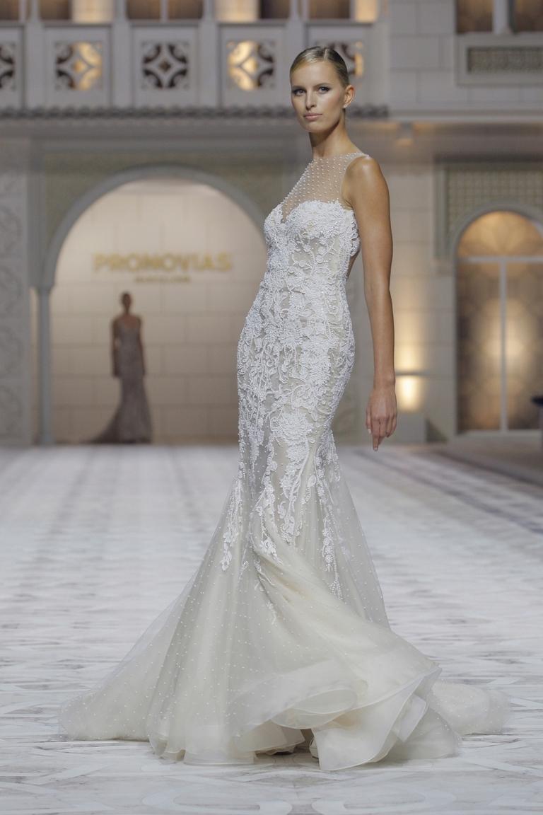 Красивое длинное свадебное платье 2016 - фото новинка в коллекции PRONOVIAS