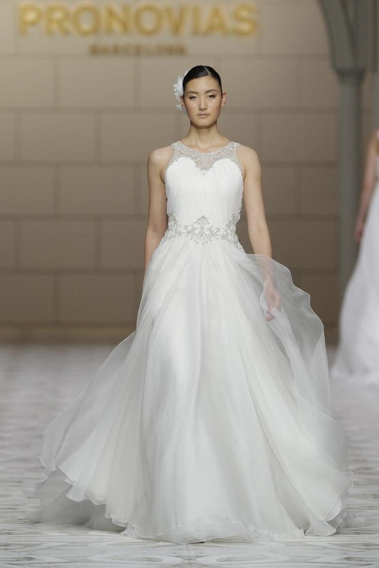 Пышное модное свадебное платье 2016 - фото новинка от PRONOVIAS