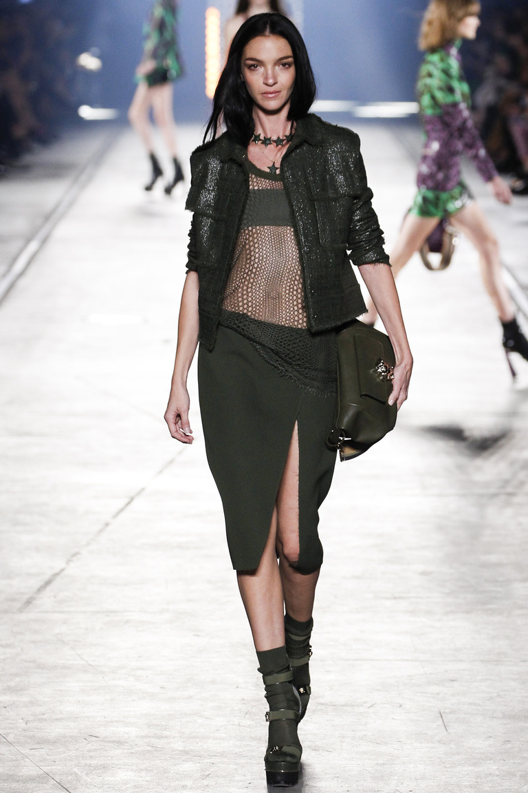 Модная юбка 2016 в разрезом – фото коллекции Versace на неделе моды в Милане весна-лето 2016