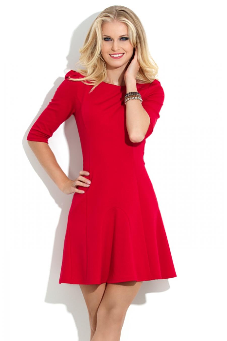 Более простой фасон красного платья