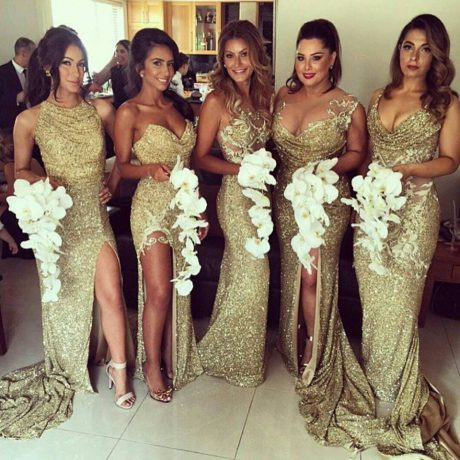 Золотое платье: какое выбрать, и с чем носить