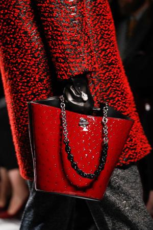 Красная модная сумка осень-зима 2015-2016 фото – Balenciaga