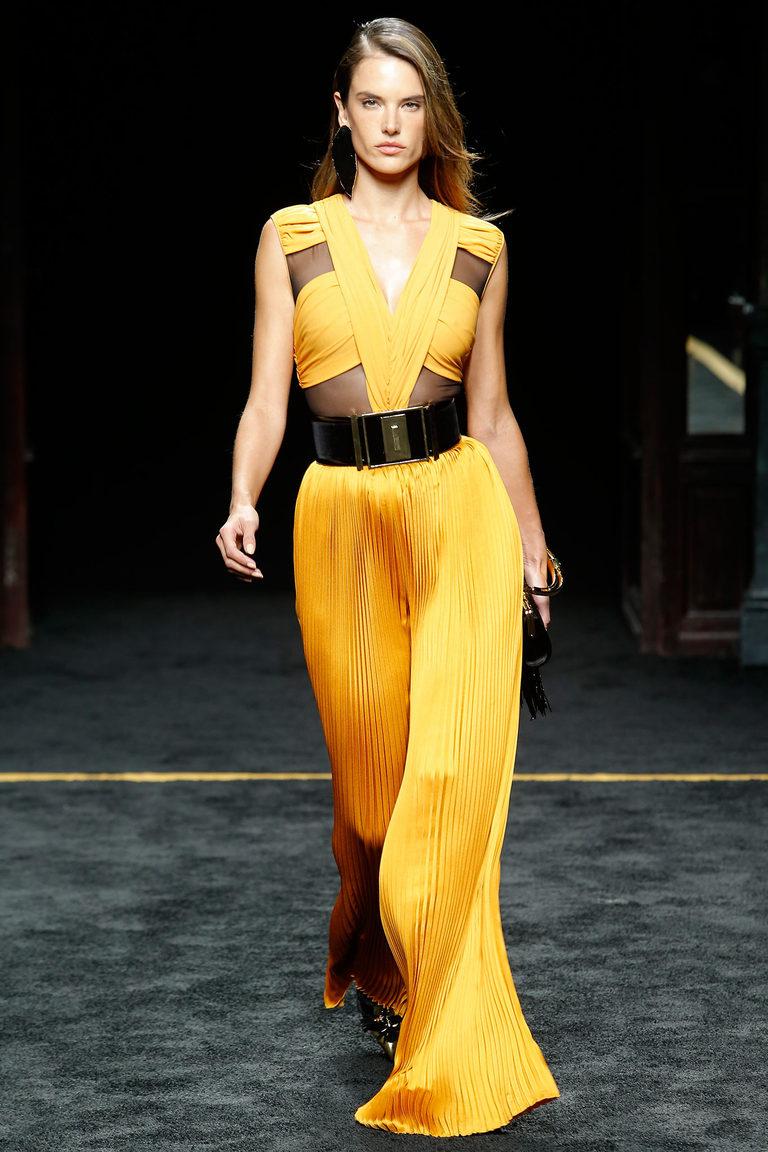 Длинное желтое платье – один из самых модных цветов 2016 - фото новинка в коллекции Balmain