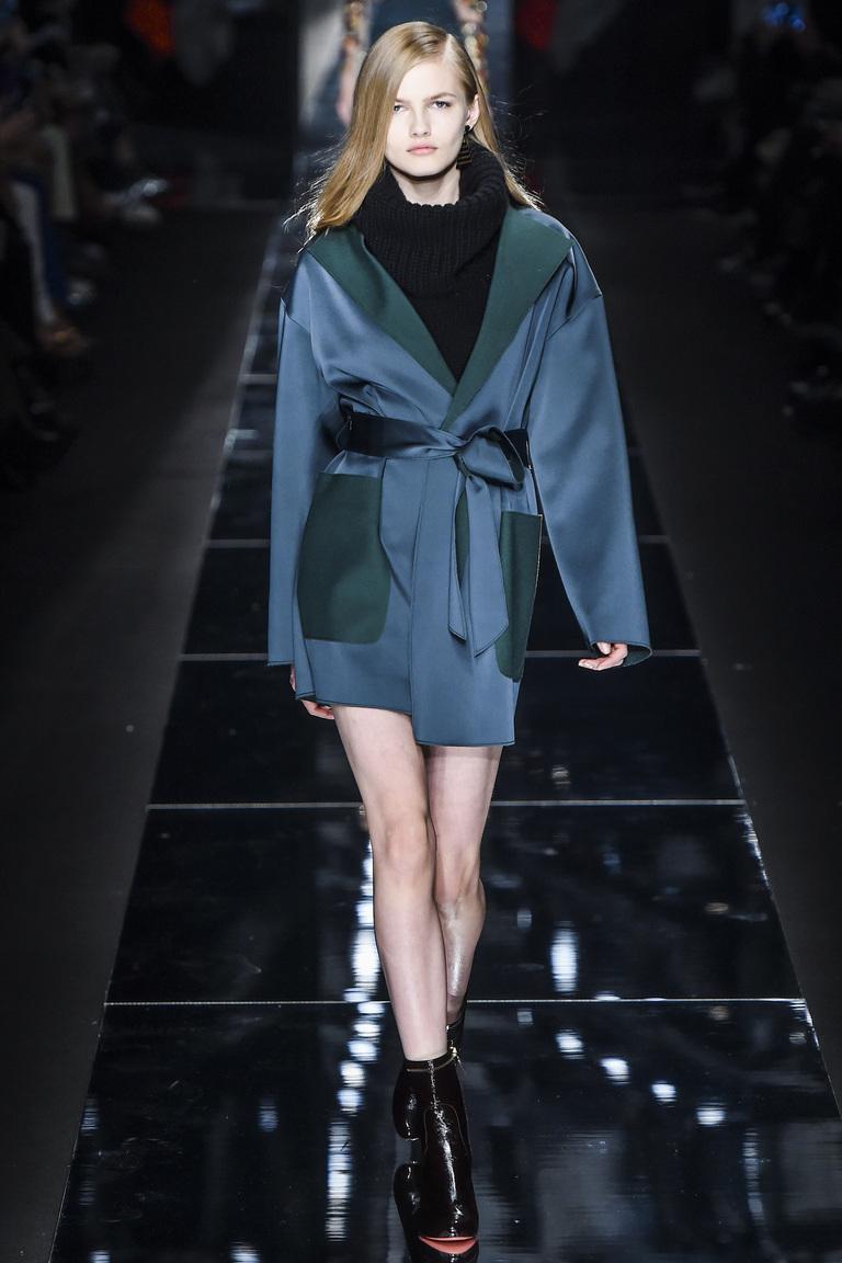 Пальто модного синего цвета 2016 - фото новинка от Blumarine