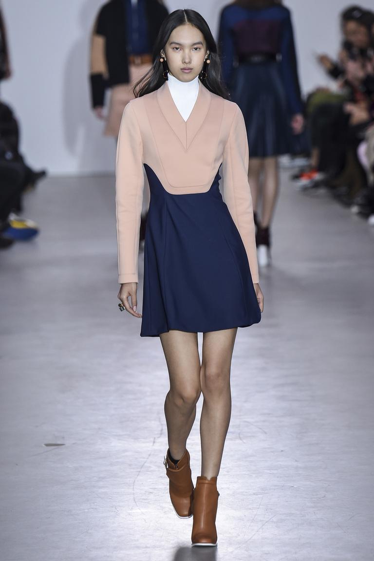 Костюм двух самых модных цветов 2016 – розовый и синий – фото новинка одежды модных цветов в коллекции Cédric Charlier