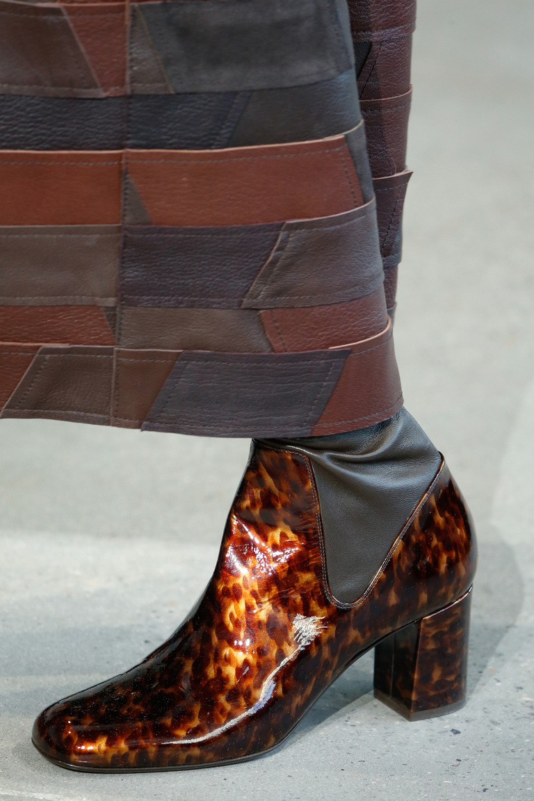 Лакированные модные сапоги зима 2016 - фото новинки в коллекции Calvin Klein