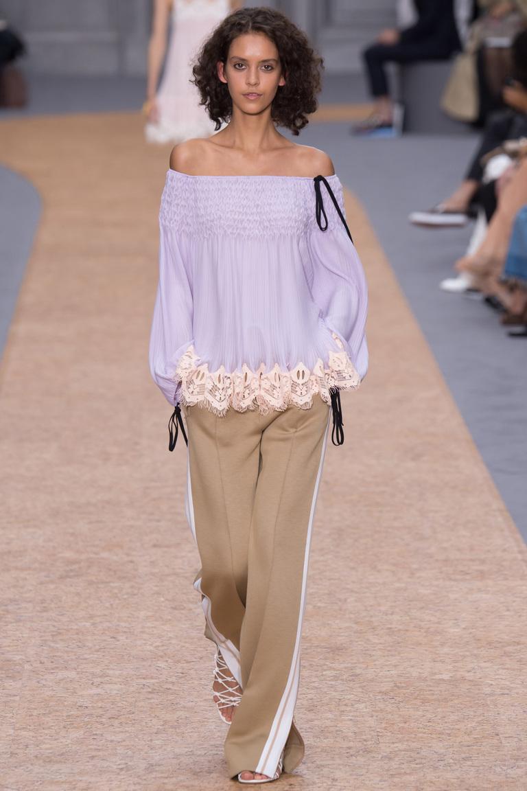 Сиреневая блузка с пышными рукавами – фото моды 2016 от Chloé