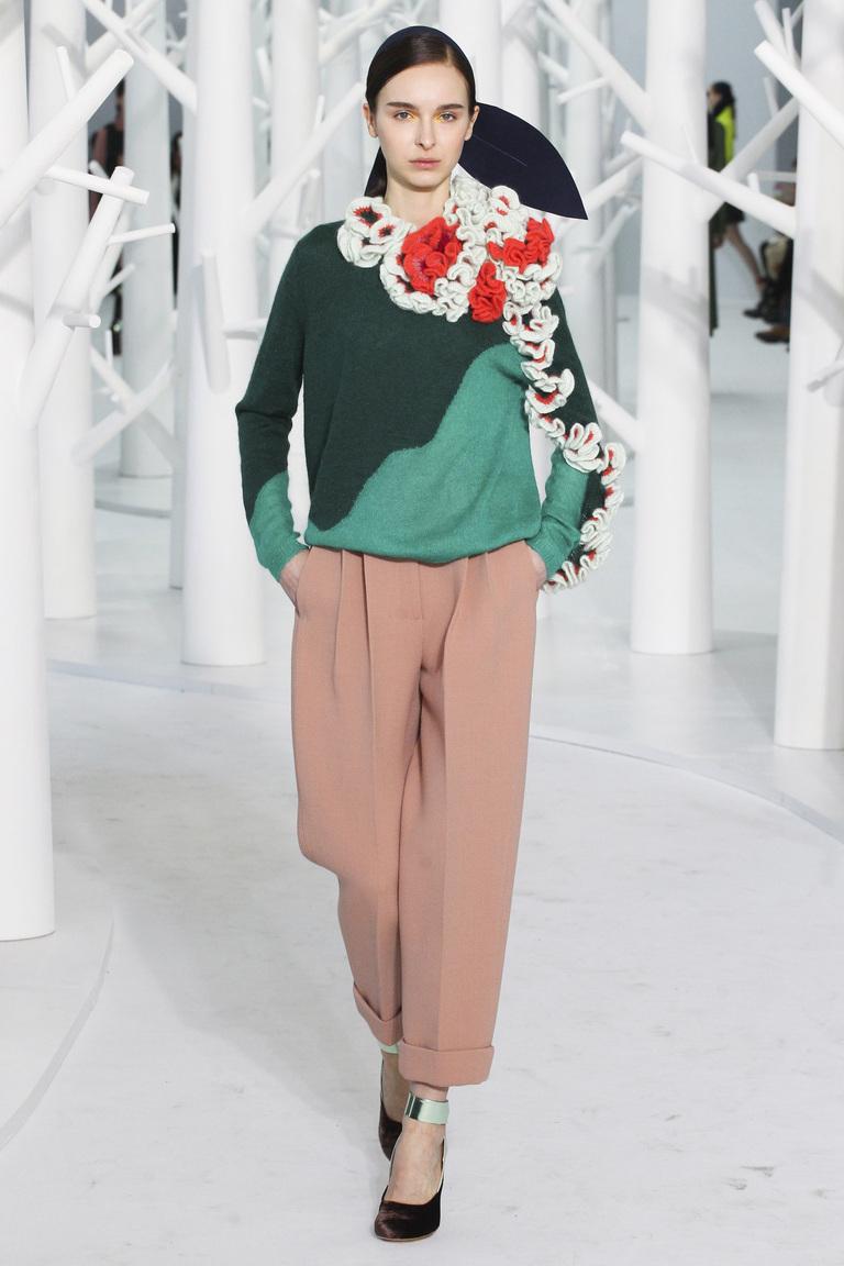 Модные брюки 2016 розового цвета с кофтой модных цветов 2016 – фото новинки от Delpozo
