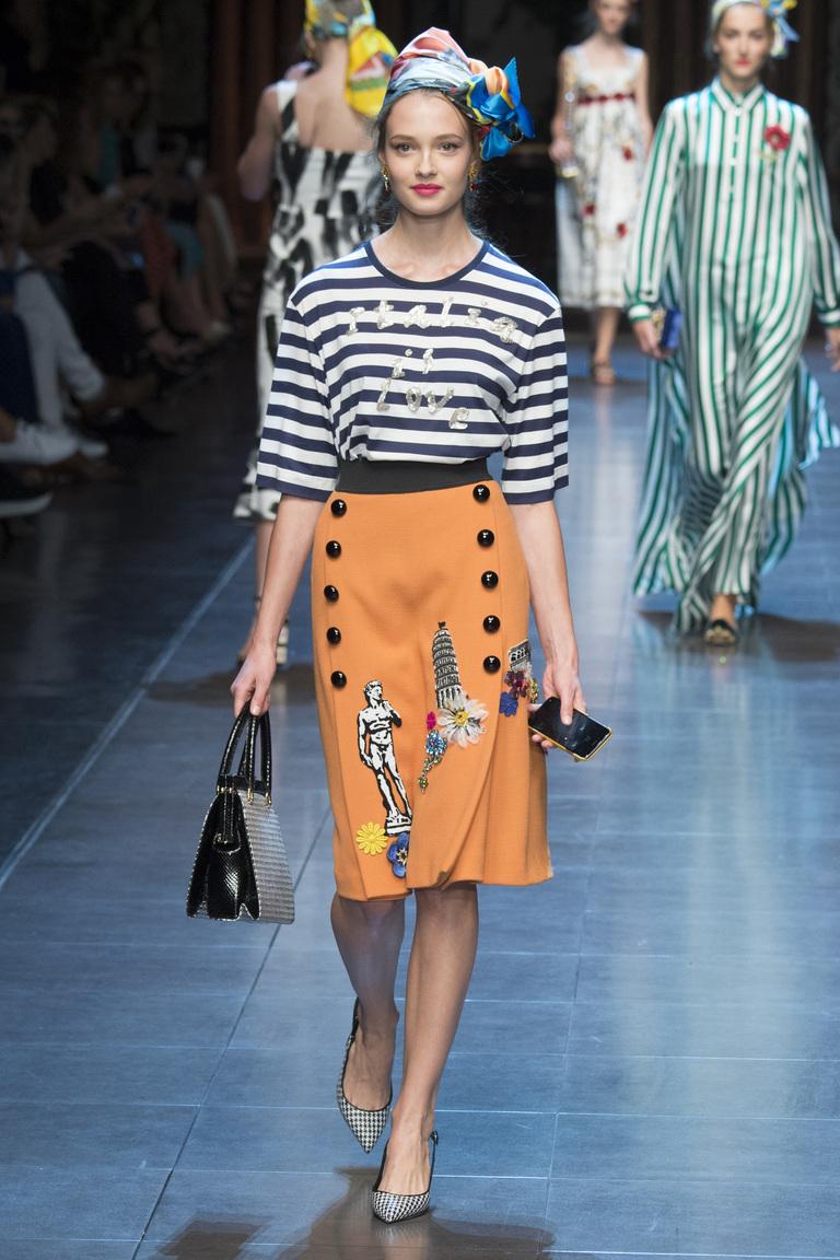 Бежевая юбка с кофтой в полоску – мода 2016 фото Dolce-Gabbana на неделе моды в Милане 2016