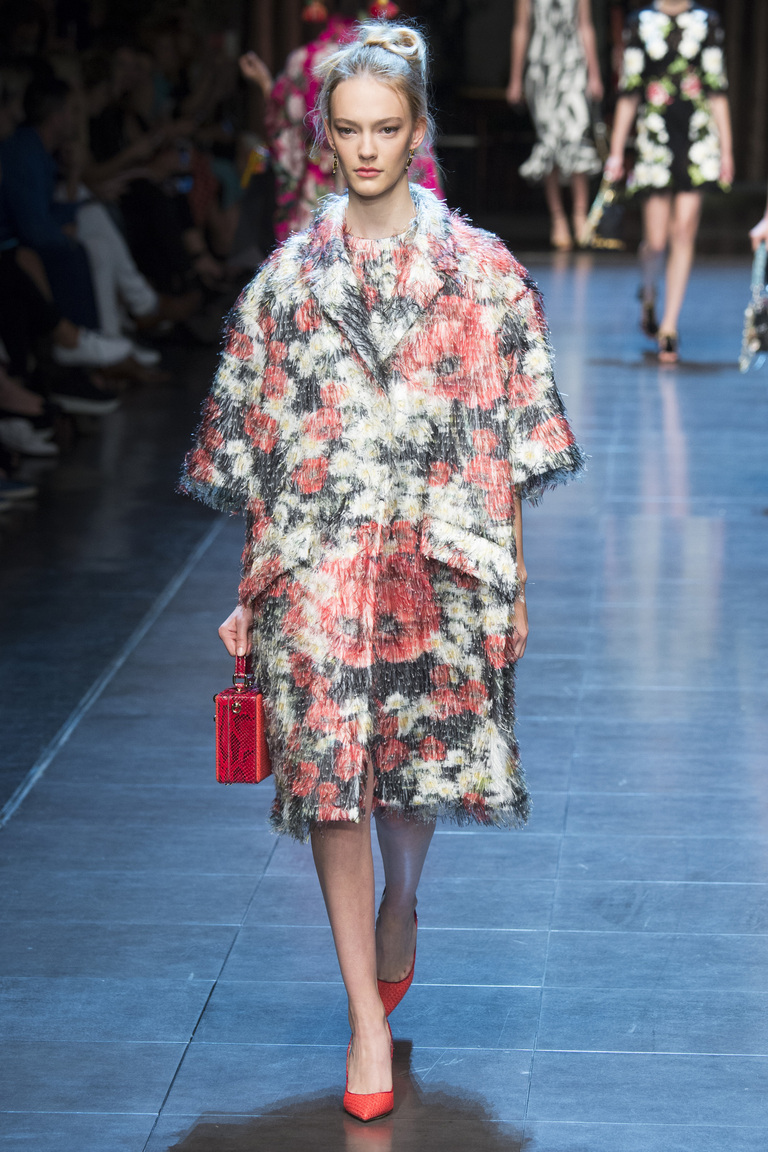 Пальто с широкими рукавами – мода 2016 от Dolce Gabbana