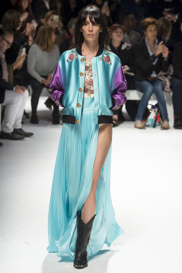 Длинная голубая юбка с курткой бомбер – модные тенденции 2016 с синим отливом – фото коллекции Fausto Puglisi – неделя моды в Милане весна-лето 2016