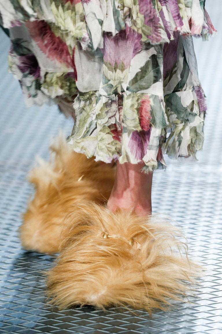 Меховые туфли осень 2015 и зима 2016 - фото новинки в коллекции Gucci