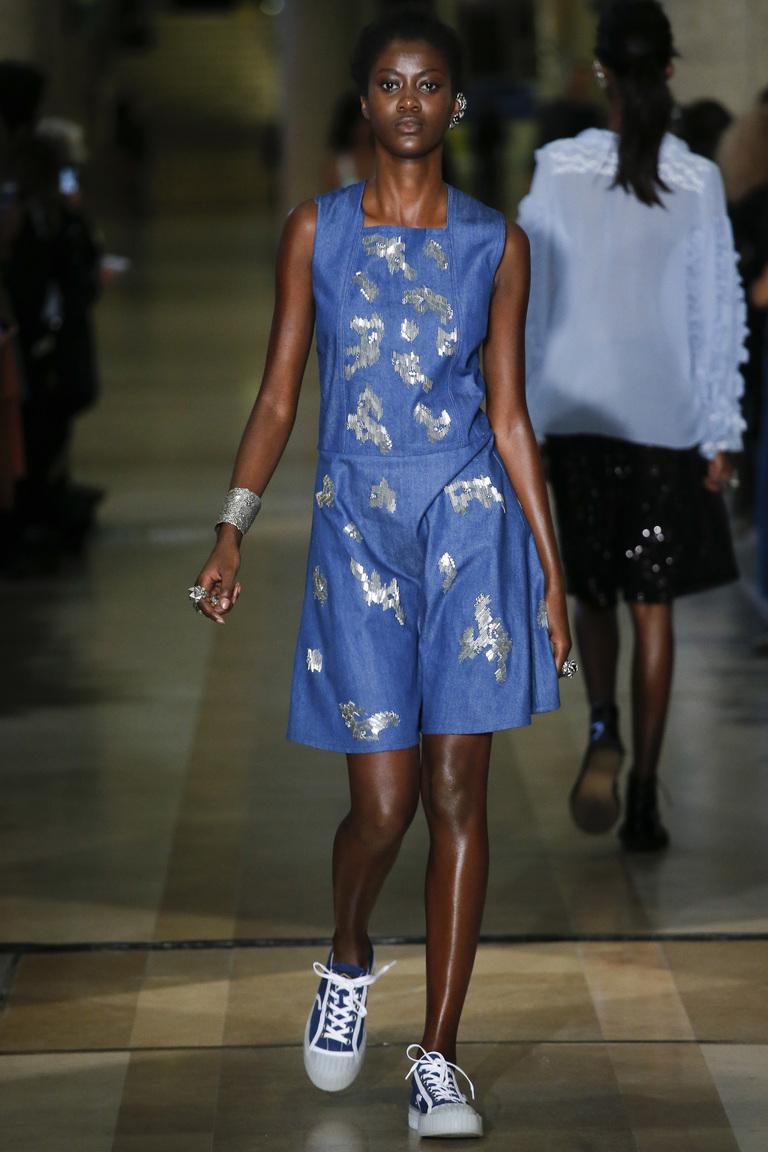 Синее платье – мода 2016 фто Koché – неделя мода в Париже 2016