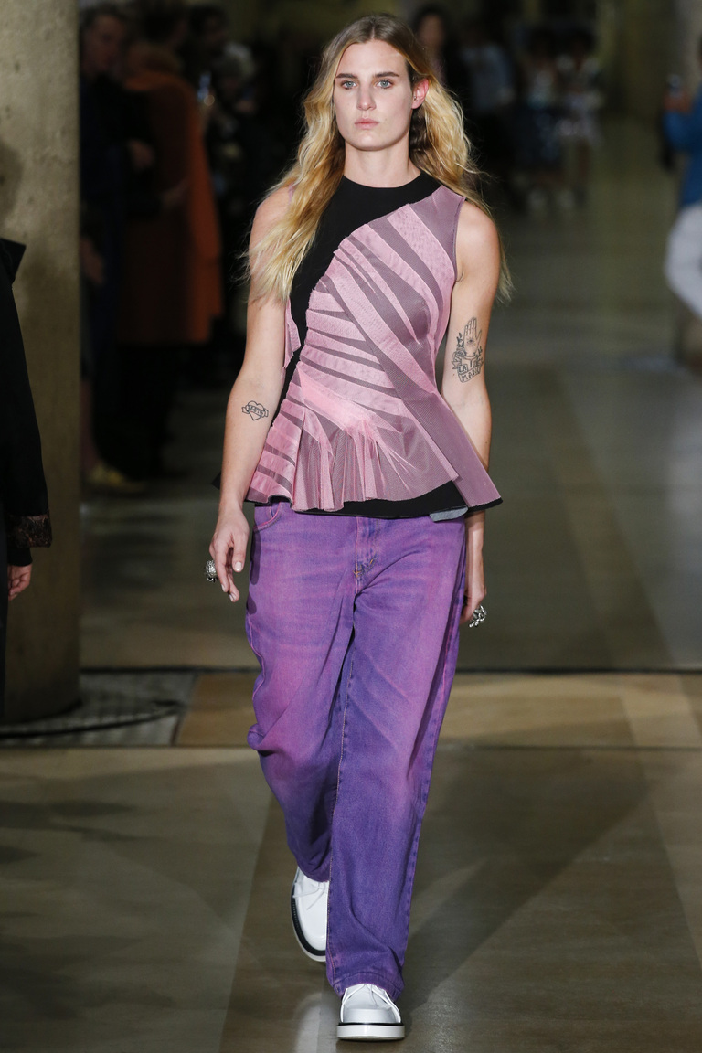 Фиолетовые модные женские джинсы 2016 – фото коллекции Koché