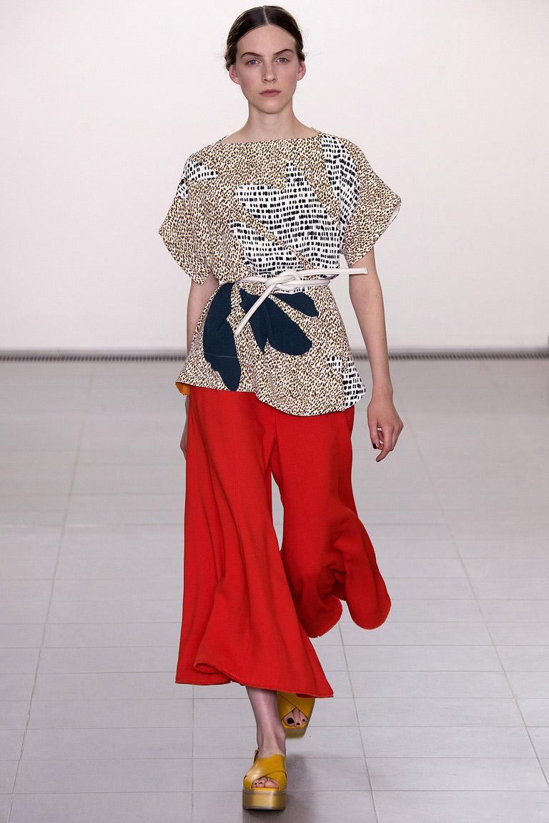 Красные широкие модные женские брюки 2016 года – фото коллекции Paul Smith